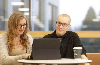 Modulaariset opinnot vastaavat työelämän kysyntään – kehitteillä on joustava reitti hallintotieteiden kandidaatiksi