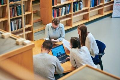 Vapaan sivistystyön oppilaitokset ovat tärkeitä kumppaneita yliopistoille myös väyläopintojen tarjoajina