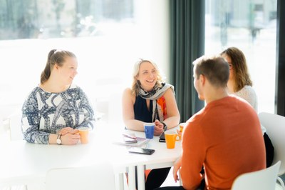 Itsenäisesti, mutta yhdessä: Aikuiskasvatustiedettä Viitasaarella tarvelähtöisesti ja ohjatusti