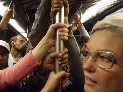 Kuva: Sosiaalityö - kädet metrossa
