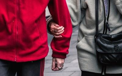 Vanhustyön korkeakouluopintojen tarjotin: osaamista hoito- ja hoiva-aloille