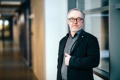 Aikuiskasvatustiede & kauppatieteet, Kari Björn: Teoriaa ja käytäntöä muuttuvan työelämän tarpeisiin
