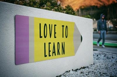 Kehitä kielitaitoasi opintojesi ohessa – avoimessa yliopistossa voit opiskella myös englanniksi