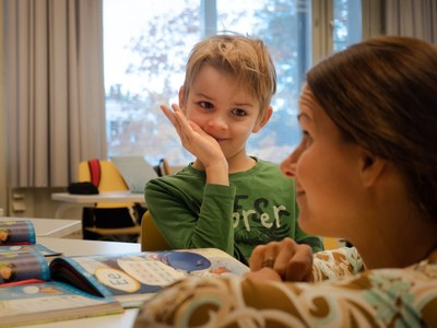 Esi- ja alkuopetuksen uutuusopinnoista tukea lapsen kehityksen ja oppimisen turvaamiseen