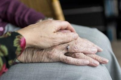 Kuinka elät 100-vuotiaaksi? Nuorille suunniteltu katsaus gerontologiaan