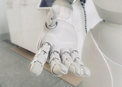 Palvelurobotiikka toimii ihmisen kanssa: Ymmärrystä robotiikan hyödyntämiseen uutuskurssilta